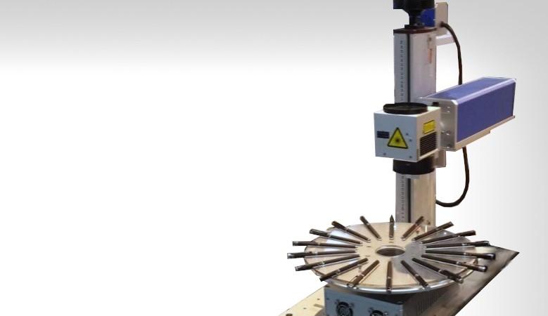 Machine gravure laser fibre a disque rotatif pour stylo et petit objets uv print france